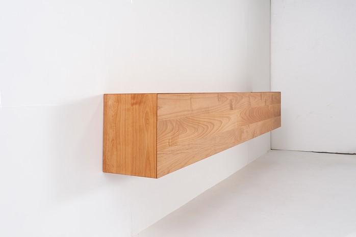 壁付けの無垢テレビボードHAKO