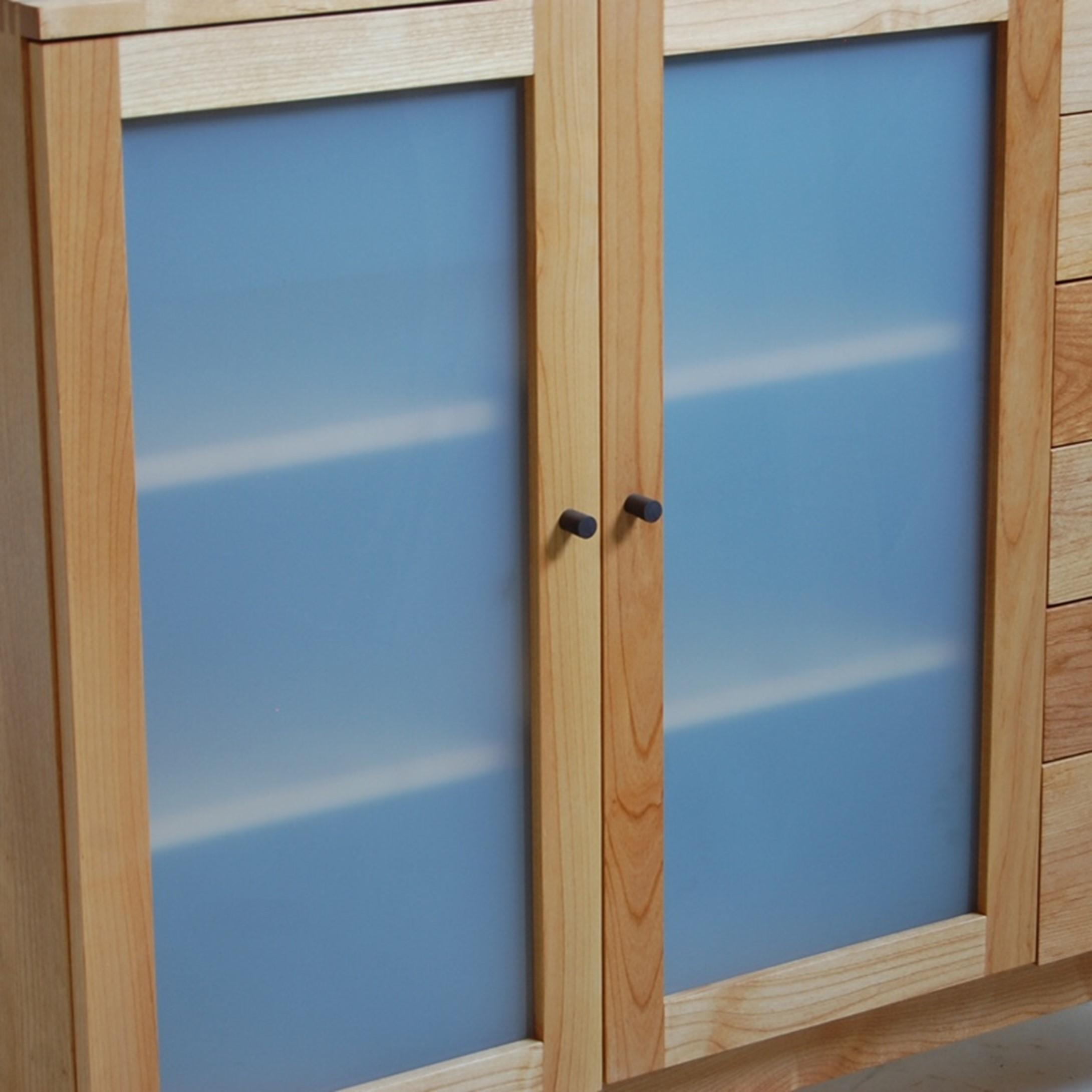 スモークガラスのサイドボード