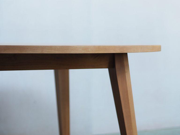 丸テーブルIXDTR-1200の天板を垂直に