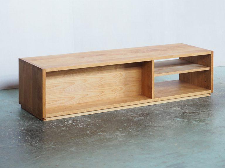 本棚を兼ねたテレビボード