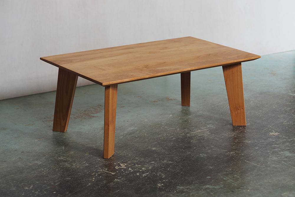 小ぶりなローテーブル