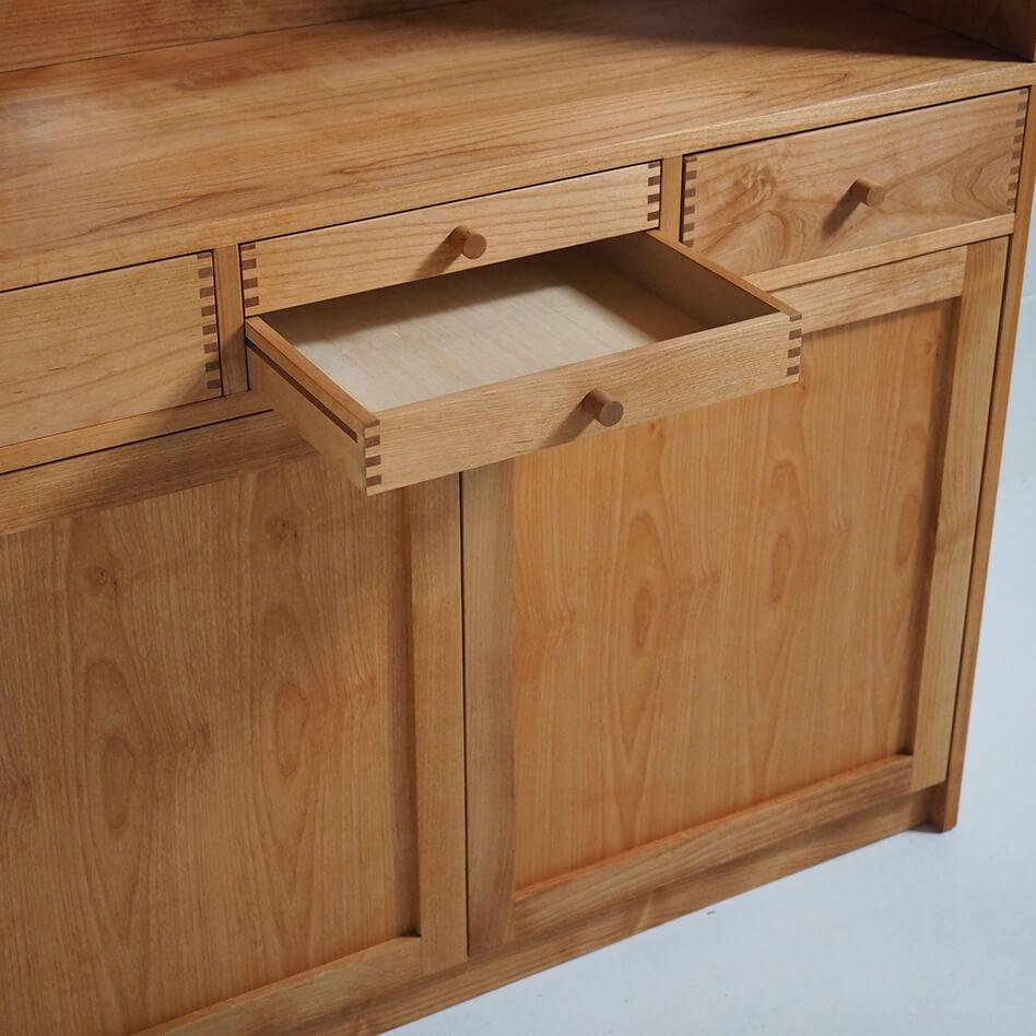 キッチンカップボード