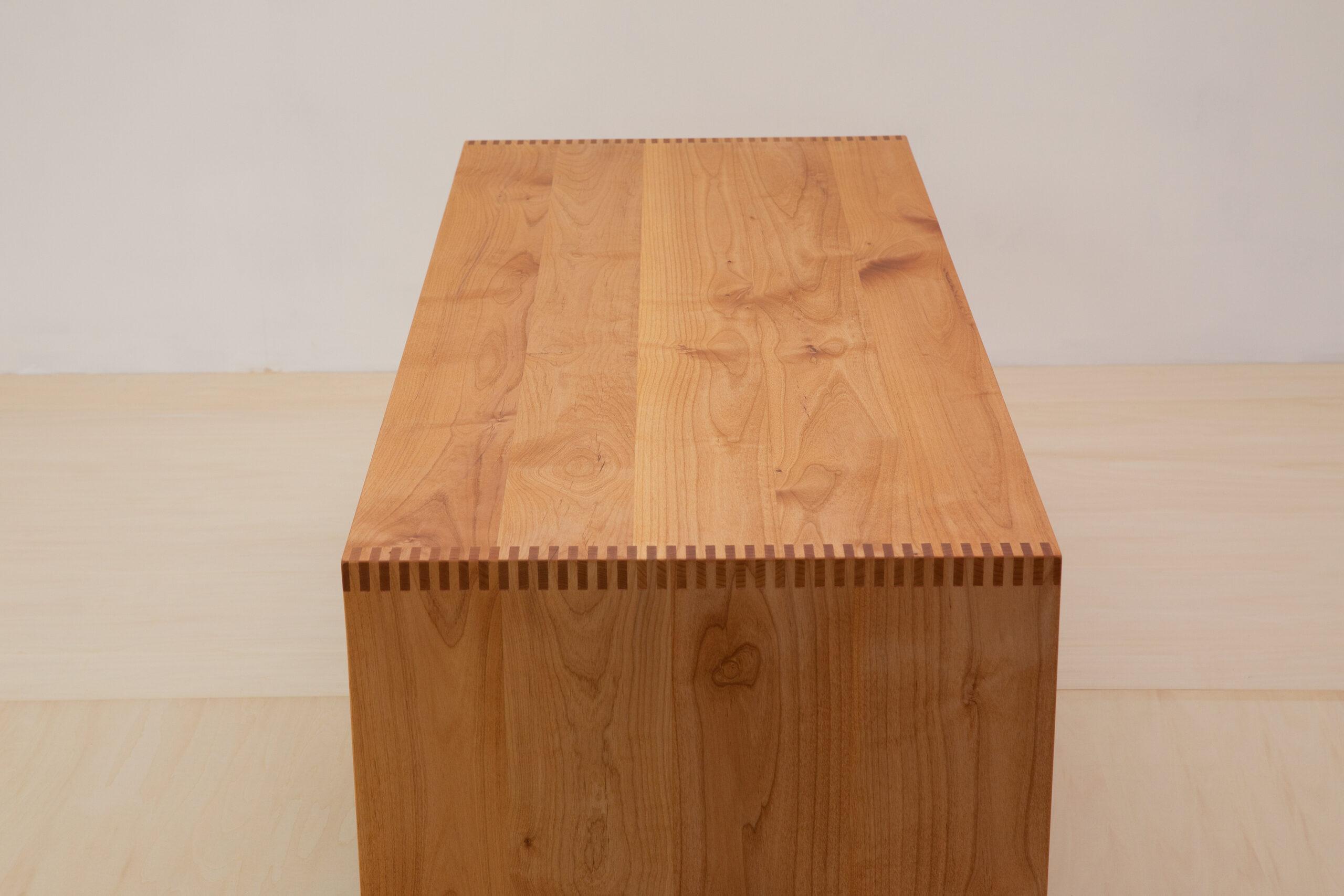 素材を生かすnuuc棚付きローテーブル