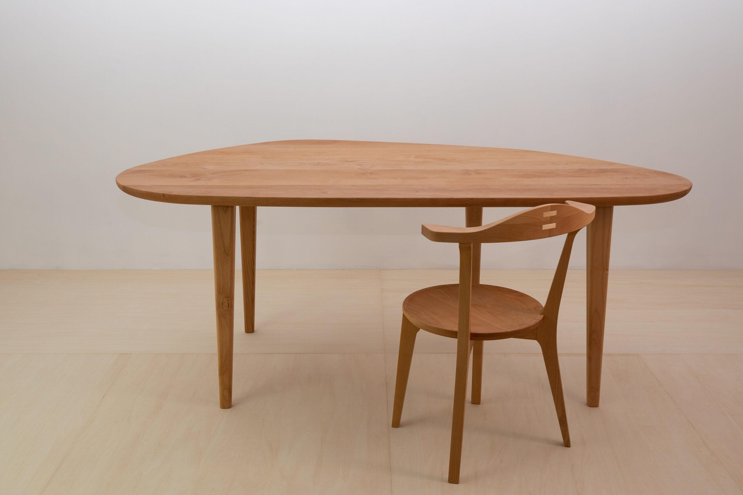 変形ダイニングテーブル ~有機的な面取りで~