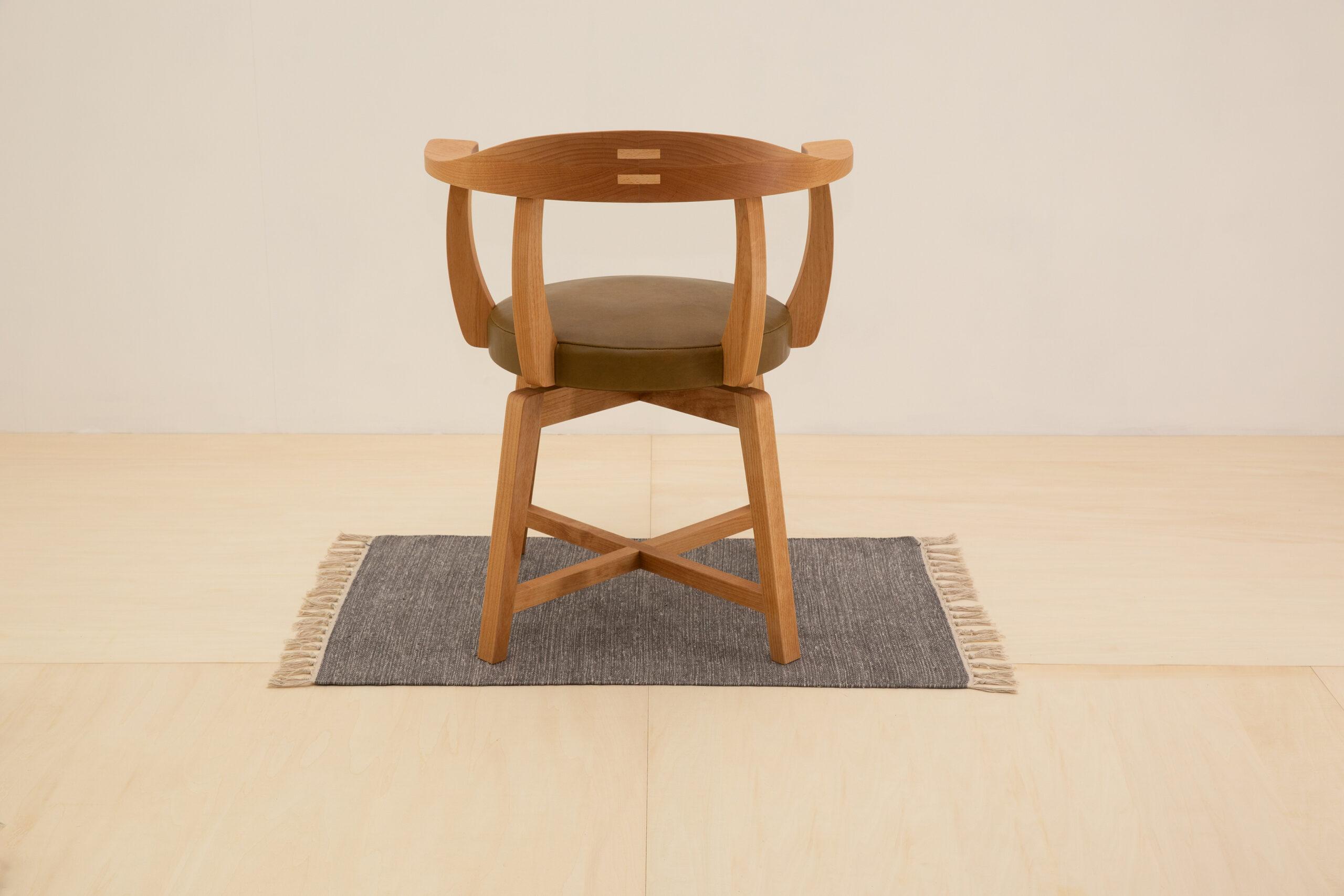 渋いオールマイティーな椅子。
