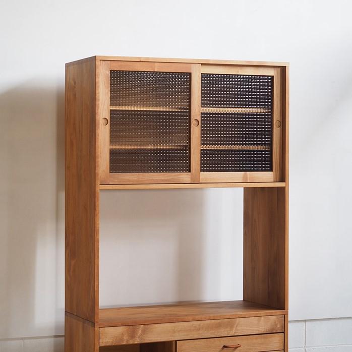 引き戸収納棚と引き出しキッチンカウンターのカップボード