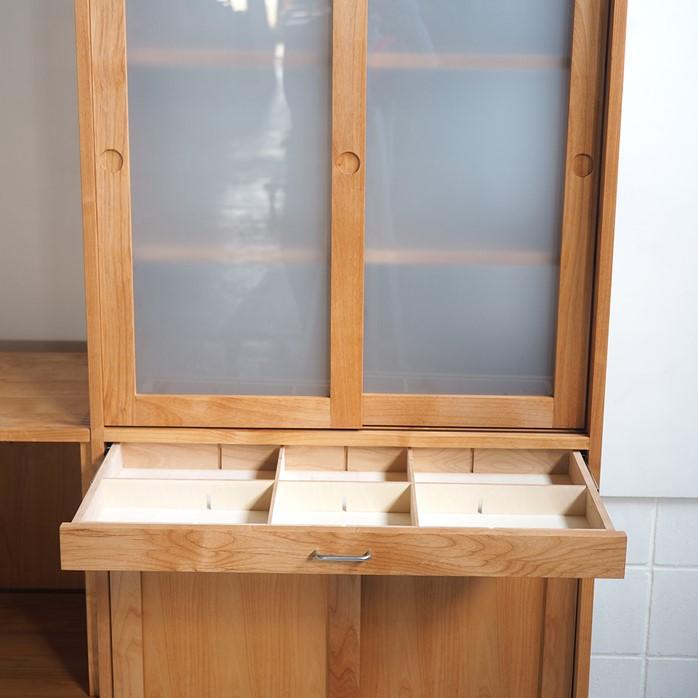 両面から使える食器棚とキッチンカウンター