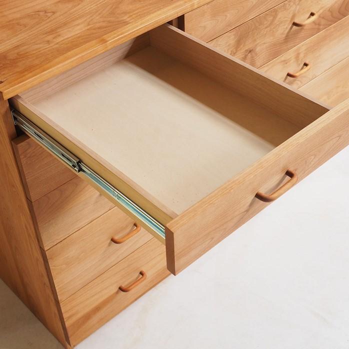 3列扉と引き出し収納のキッチンカップボード