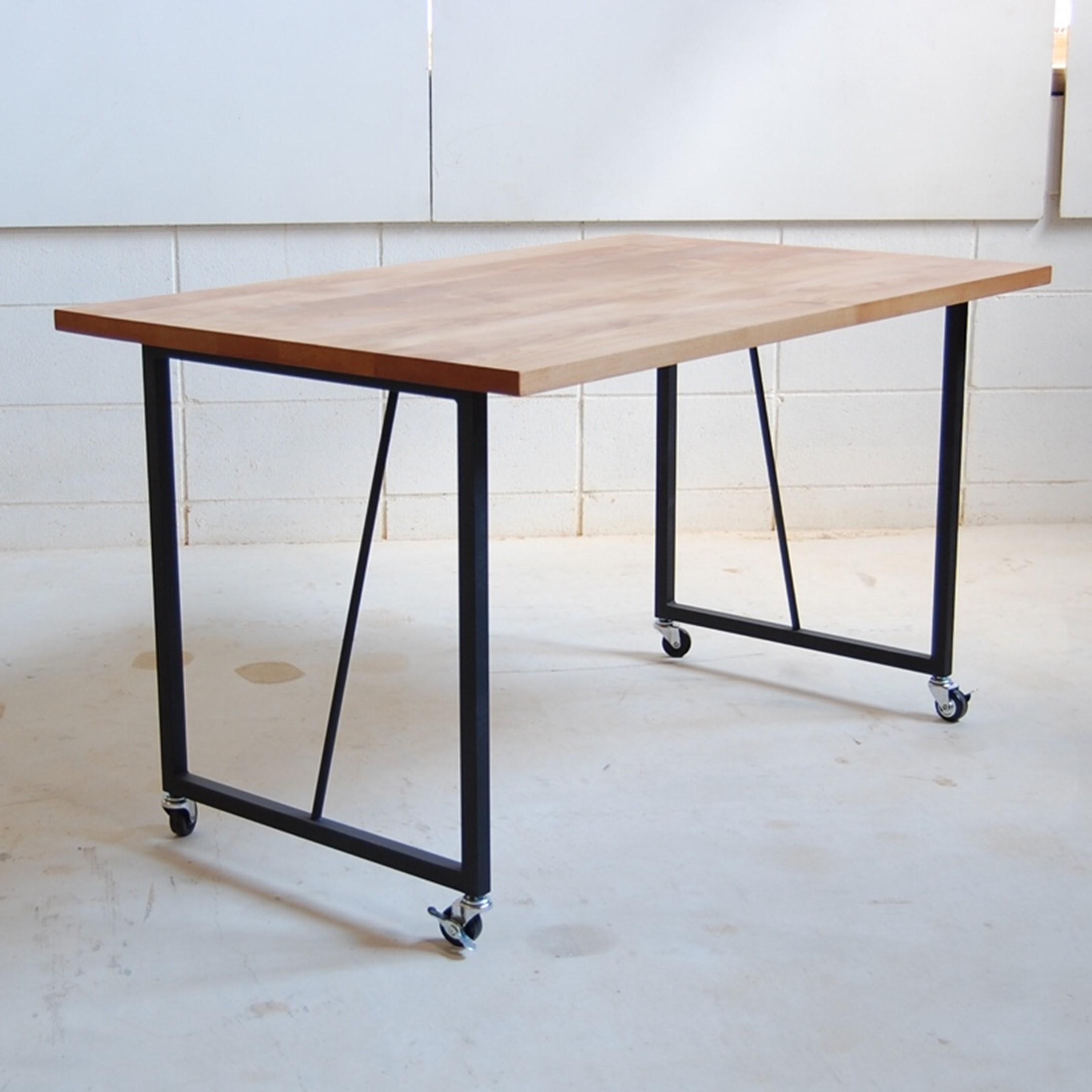 キャスター付きテーブル