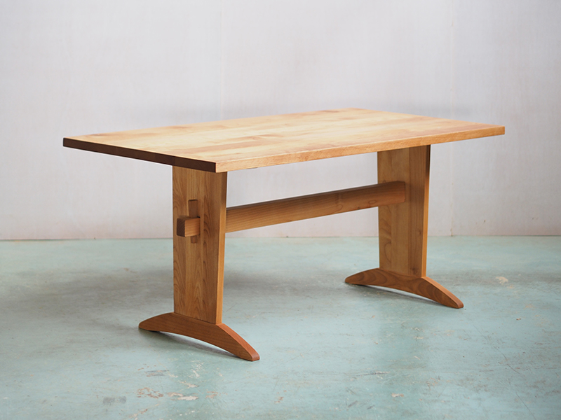 IXTTテーブル 脚位置を2箇所設定