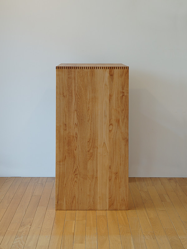 シンプルなスライド棚のキッチンシェルフ